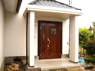 木製のアンティーク製ドア